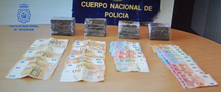 Detenidos en Menorca dos hombres con más de 2 kilos de hachís escondidos en su vehículo