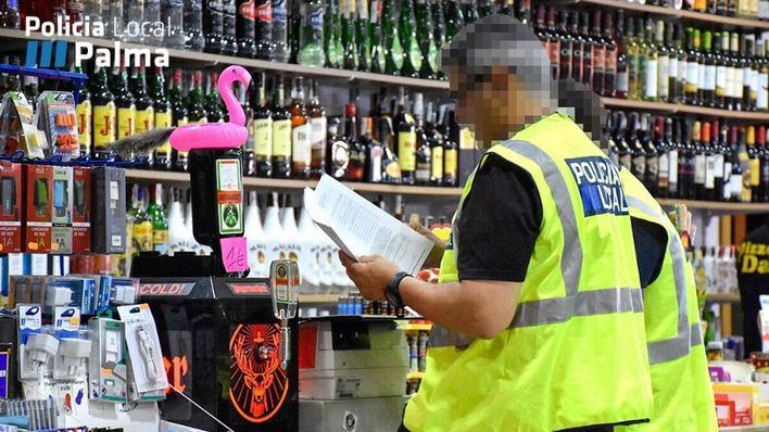 La Policía Local impone 133 denuncias a locales en zonas turísticas de Palma