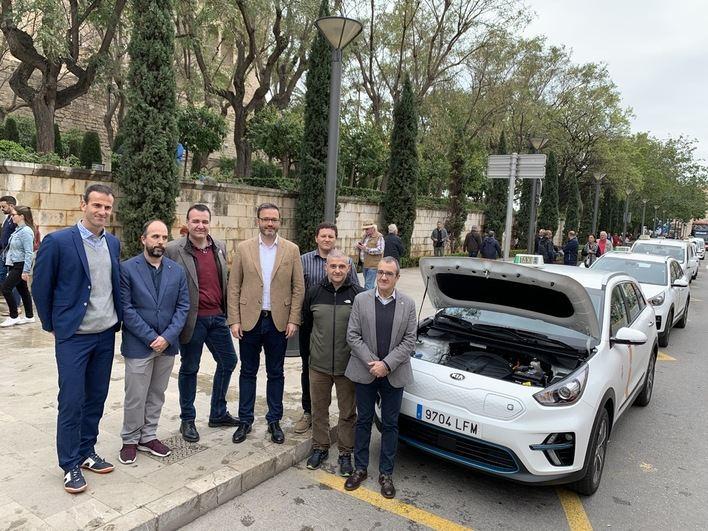 Empiezan a circular por Palma los primeros taxis eléctricos de Baleares