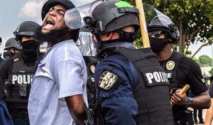 Nueva ola de disturbios en EEUU por el asesinato de una mujer negra a manos de policías