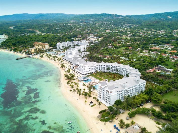RIU inaugura su primer parque acuático en Jamaica