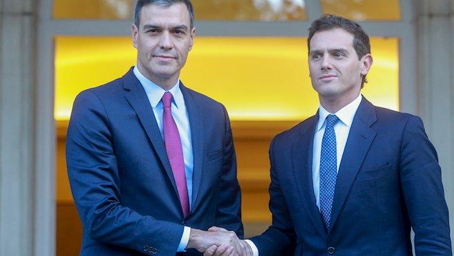 Pedro Sánchez pide a Rivera e Iglesias 'unidad de acción' entre todos los partidos