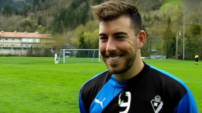 Petición de 5 años de cárcel para el futbolista menorquín del Eibar Sergi Enrich por grabar un 'trío' sexual