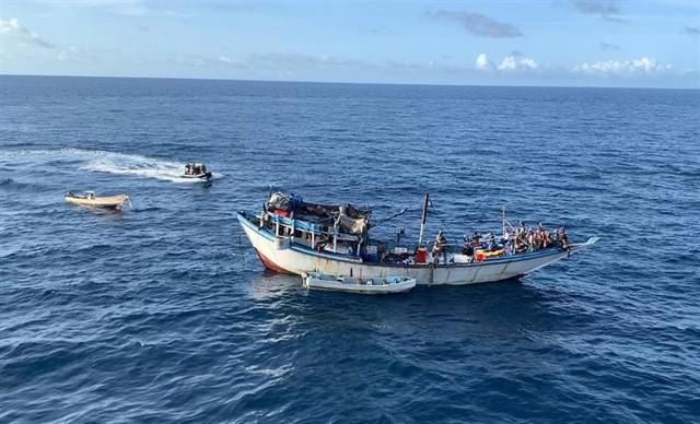Una fragata española libera un pesquero yemení secuestrado por piratas en la costa somalí
