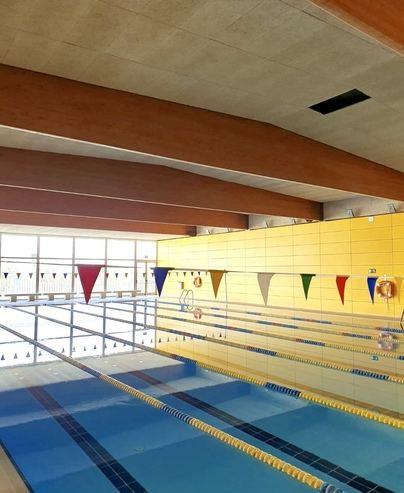 Cierran la piscina de Son Roca en Palma al deprenderse el falso techo