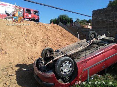 Herido un hombre tras volcar su vehículo en la urbanización Bellavista de Llucmajor