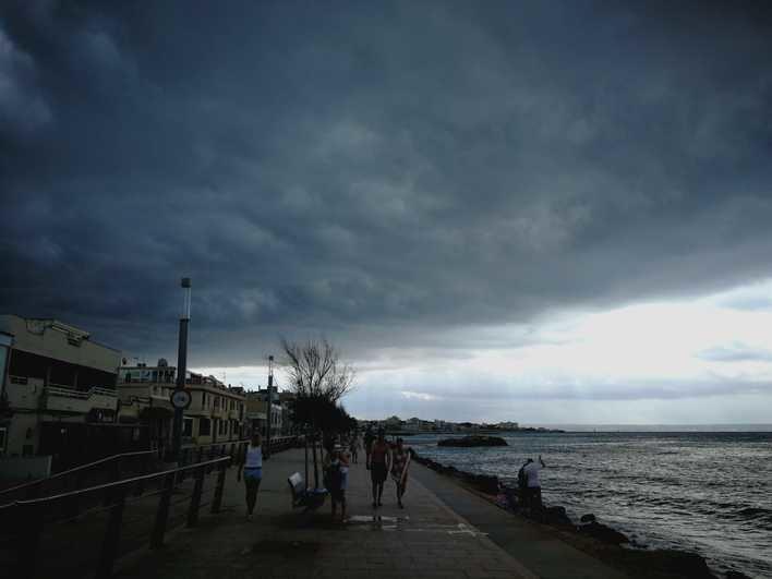 Viento y tormentas localmente fuertes en Baleares