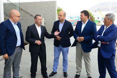 El presidente canario, Ángel Víctor Torres, califica de 'impresionante' la nueva terminal del Grupo Armas Trasmediterránea