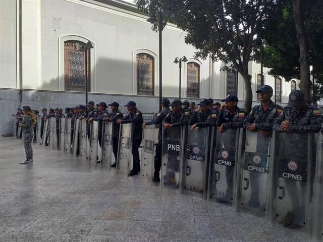 La oposición venezolana denuncia la 'toma militar' de la Asamblea Nacional