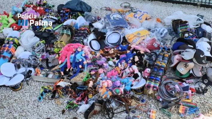 Incautados 1.421 objetos en un operativo especial contra la venta ambulante en Playa de Palma
