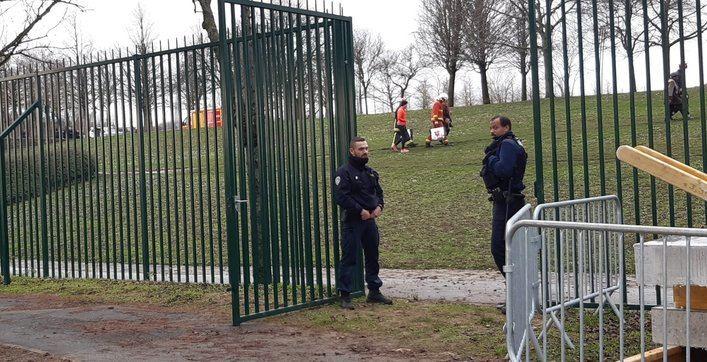 Un hombre acuchilla a dos transeúntes en París