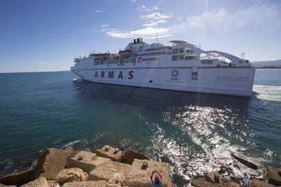Armas Trasmediterránea: 63.000 plazas diarias de pasajeros y 17.000 de vehículos para la Operación Paso del Estrecho