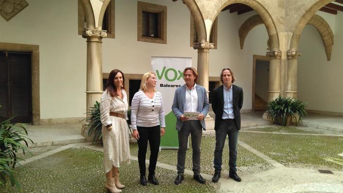 Vox promete poner fin al 'adoctrinamiento catalanista' en las escuelas
