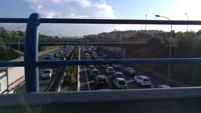 Los accesos a Palma, colapsados en hora punta por un accidente leve y la avería de un coche