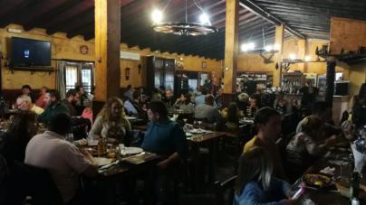 El portaaviones y la lluvia salvan la Semana Santa a los restaurantes