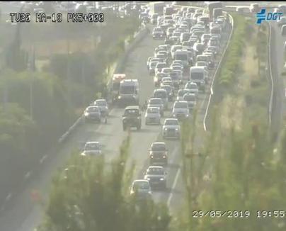 Un accidente provoca retenciones kilométricas en la autopista del aeropuerto