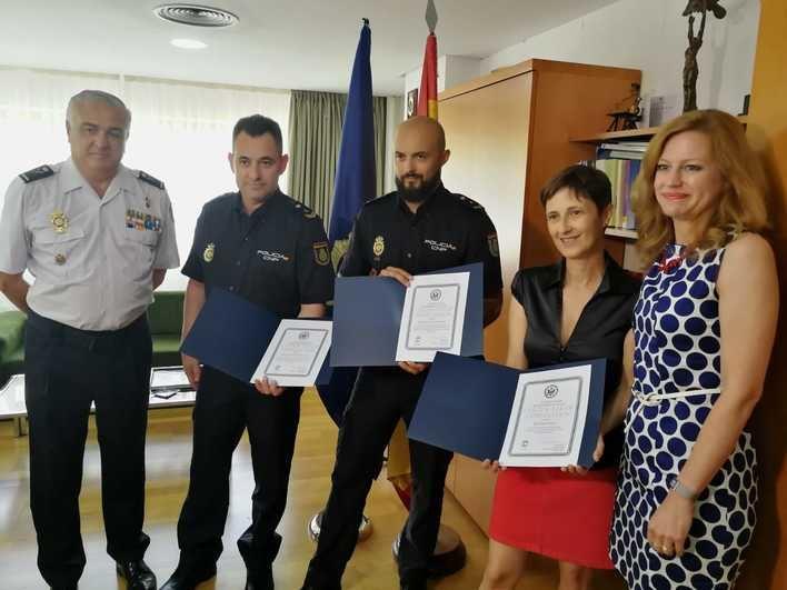 EEUU homenajea en Palma a los policías nacionales que salvaron la vida de un joven norteamericano