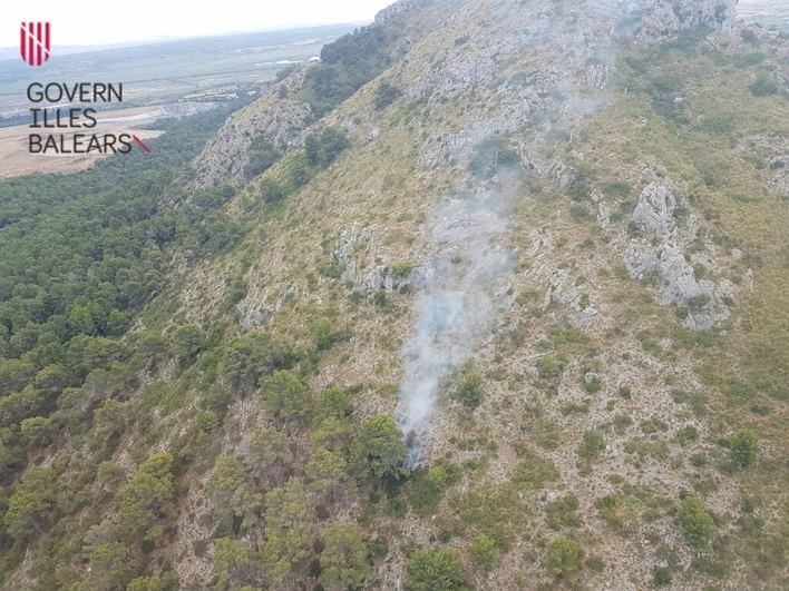 Controlado el incendio en la zona boscosa de Son Fe en Alcúdia