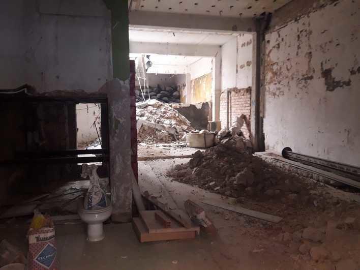 Desalojados los vecinos de un edificio tras desplomarse dos terrazas en la barriada de Son Canals en Palma