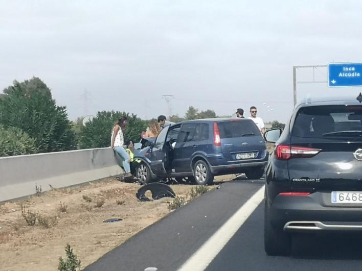 Un accidente en la autopista Palma - Alcúdia genera grandes retenciones de tráfico