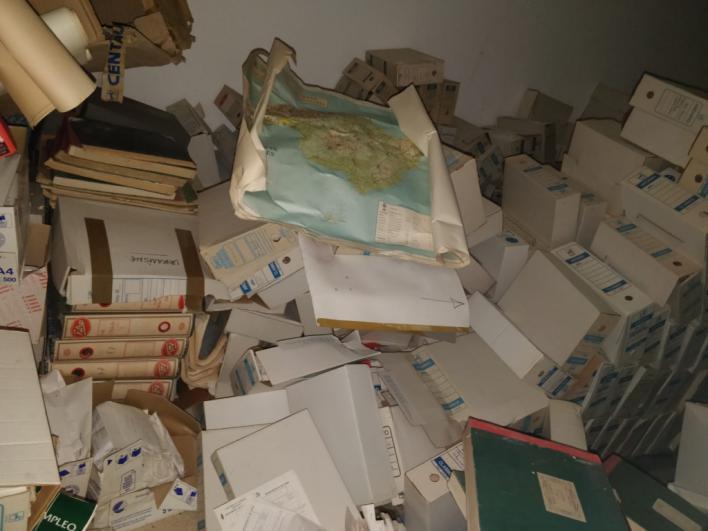 El lento deterioro de documentos de Llucmajor de hace 155 años en un habitáculo de s'Arenal