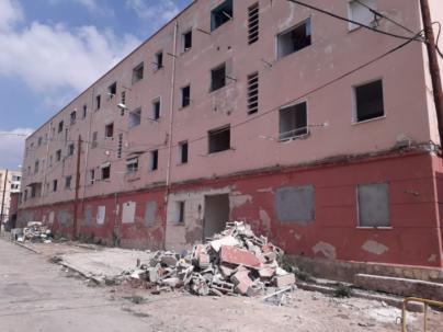 Empieza la demolición del Bloque VIII de Camp Redó