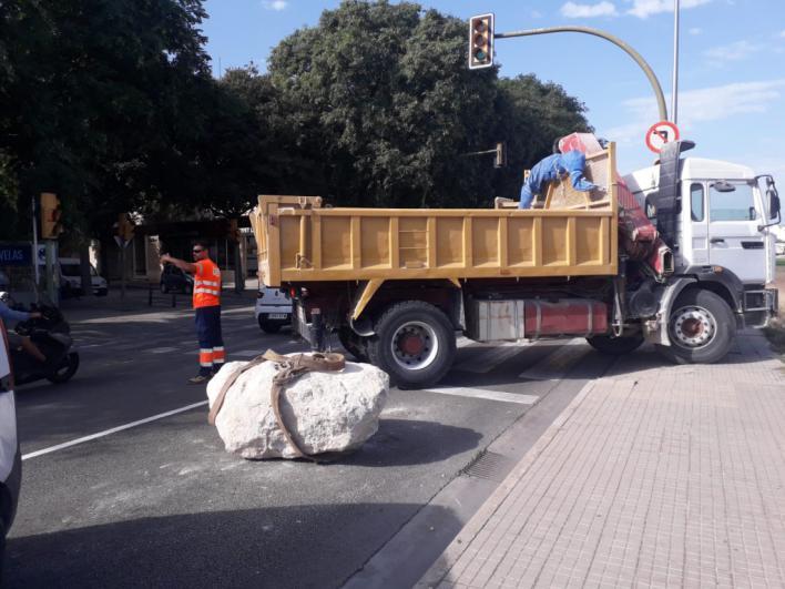 Un bloque de piedra gigantesco provoca retenciones entre el Molinar y Ciudad Jardín