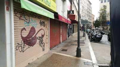 Comercios y bares cerrados