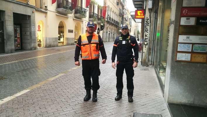 Patrullas de Protección Civil informan en el centro de Palma
