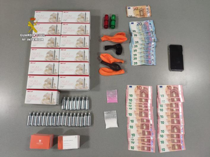 Pedidos de 'gas de la risa' y cocaína por whatsapp: detenido en Ibiza un distribuidor