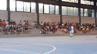Ni mascarillas ni distancia de seguridad en un torneo de fútbol sala en Alaró
