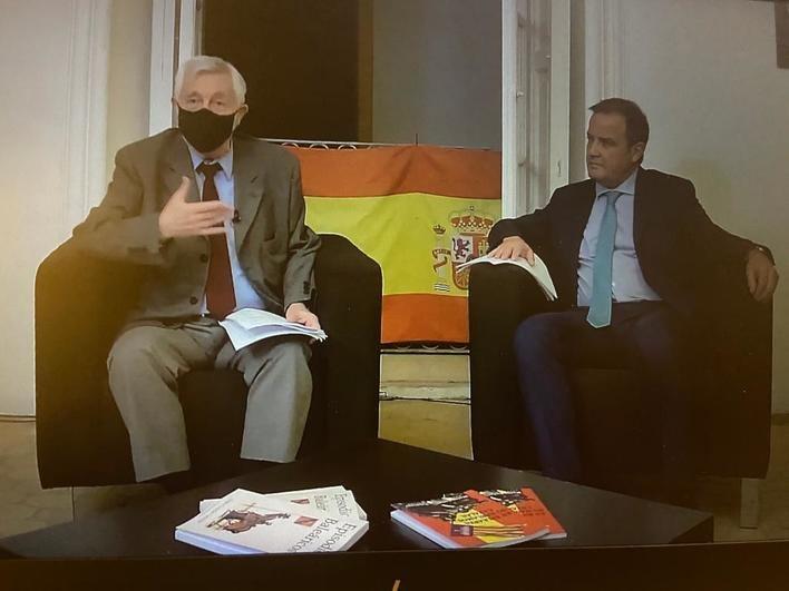 Sebastián Urbina y el autor, Mateo Cañellas