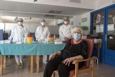 Arranca la vacunación regular con 24 residencias de Mallorca y Menorca