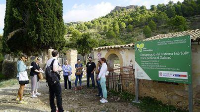 Periodistas británicos visitan dos proyectos de la finca de Galatzó financiados por el ITS