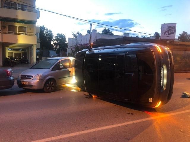 Detenido en Sant Antoni un conductor ebrio al volcar su vehículo en una avenida