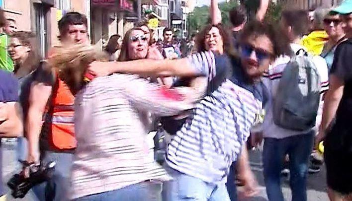 La Policía detiene al hombre que agredió a una mujer por llevar la bandera española