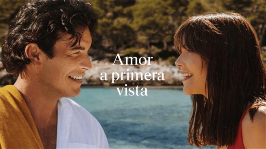 Mario Casas y Menorca, protagonistas del anuncio veraniego de Estrella Damm