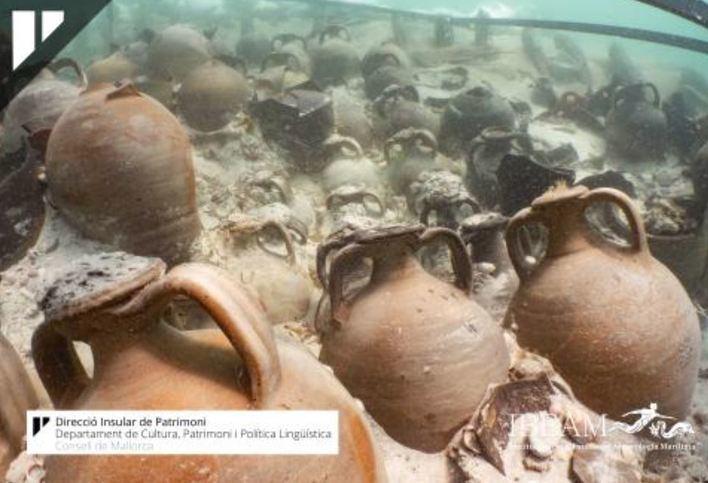 Recuperan 93 ánforas del barco de la época romana encontrado en Playa de Palma