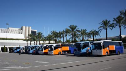 Las partes firman el acuerdo para el convenio de transporte turístico