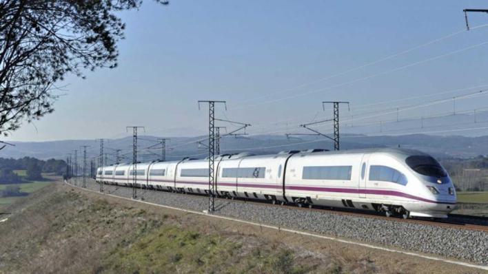 Cortan durante horas el AVE en Girona ante la amenaza de una invasión de vías