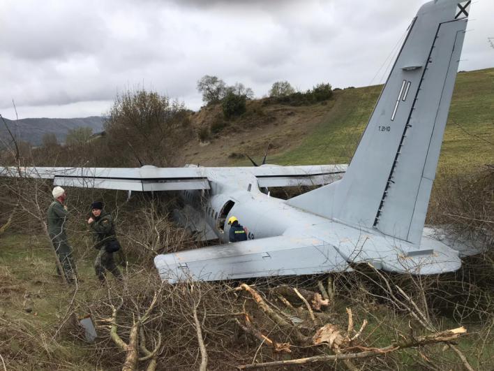 Un herido grave y ocho leves al salirse de pista un avión militar en Huesca