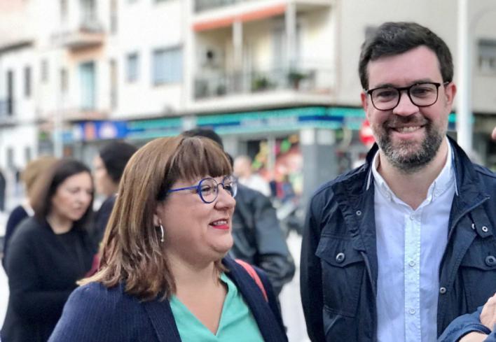 Més reivindica la importancia de las librerías y el catalán en el Día de Sant Jordi
