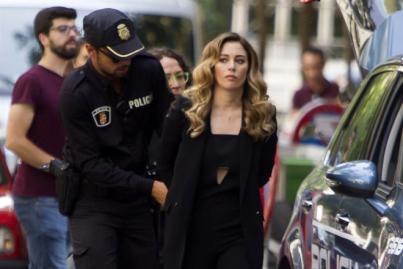 Blanca Suárez es arrestada por dos policías