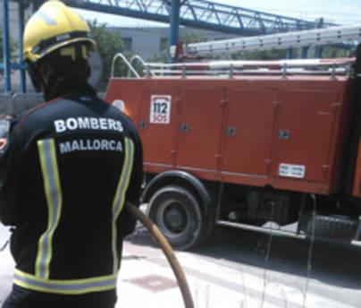 Los bomberos rescatan a una excursionista accidentada en la Serra