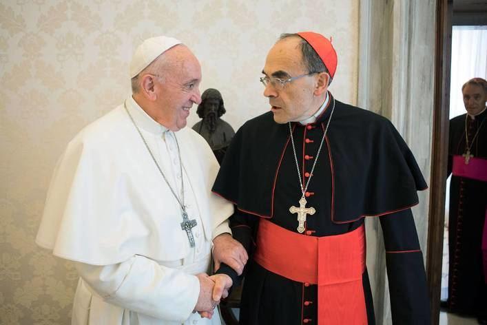 El Papa rechaza la dimisión del cardenal condenado en Francia por encubrir abusos