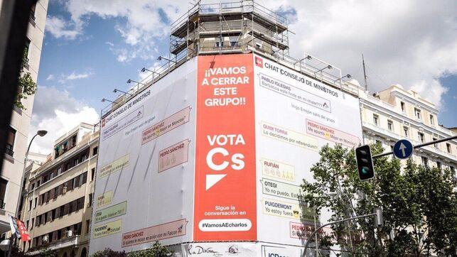 Un cartel de Ciudadanos promete 'cerrar el chat' de WhatsApp de Sánchez con Iglesias y Torra