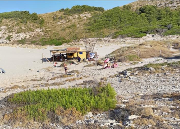 Costas ordena el cierre del chiringuito de Cala Torta