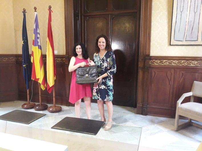 Cladera traspasa su cartera de Hacienda a Rosario Sánchez y de Administraciones Públicas a Isabel Castro