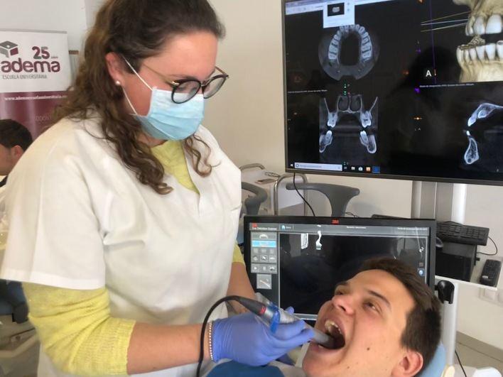 Adema incorpora un escáner intraoral para obtener impresiones digitales y en 3D