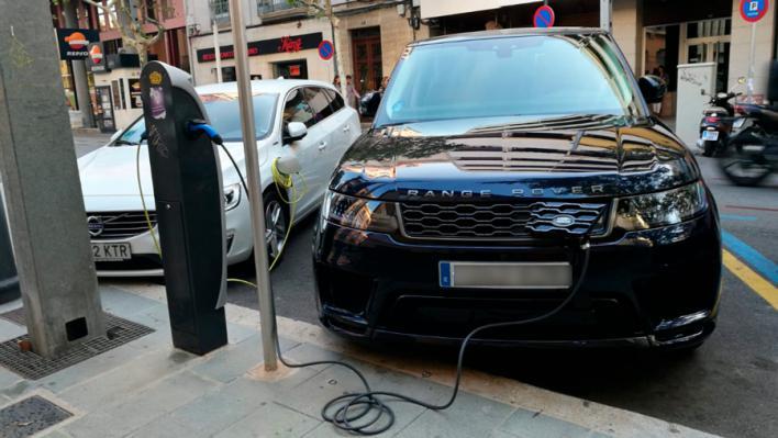Los 'rent a car' piden más puntos de recarga eléctrica en las zonas turísticas